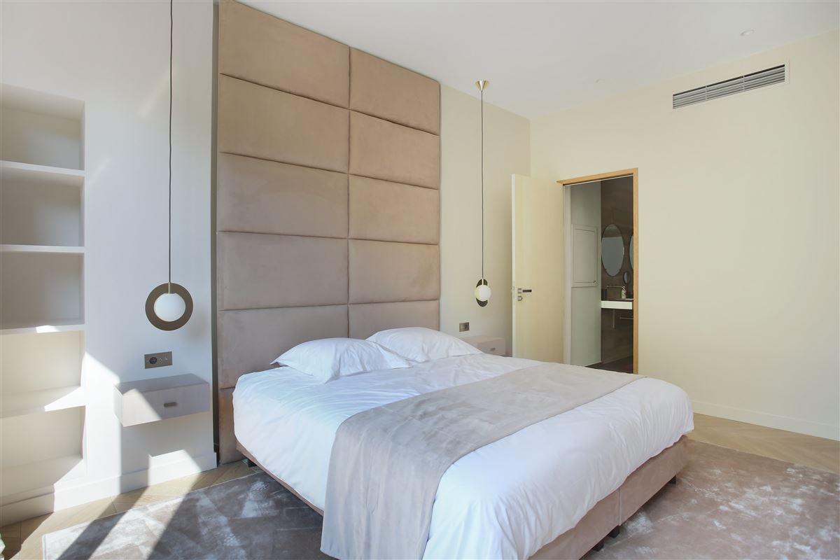 a Prestigious Avenue Montaigne apartment luxury homes