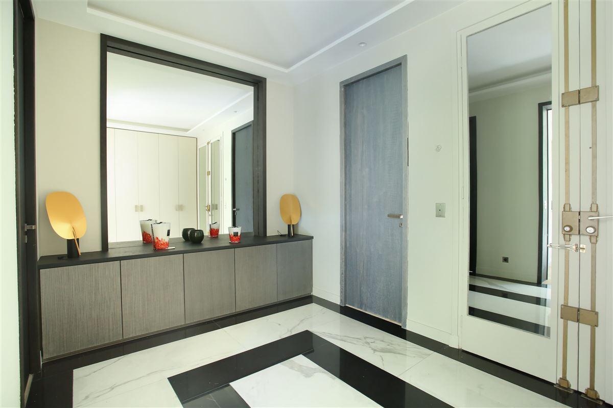 a Prestigious Avenue Montaigne apartment luxury properties