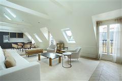 Mansions split-level apartment on Rue Saint-André des Arts
