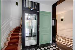 Mansions in split-level apartment on Rue Saint-André des Arts