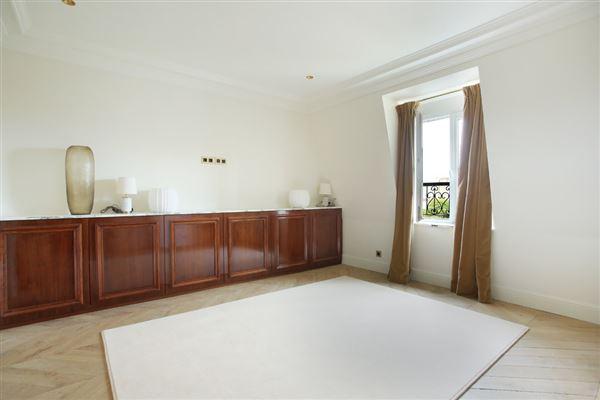 Luxury properties split-level apartment on Rue Saint-André des Arts