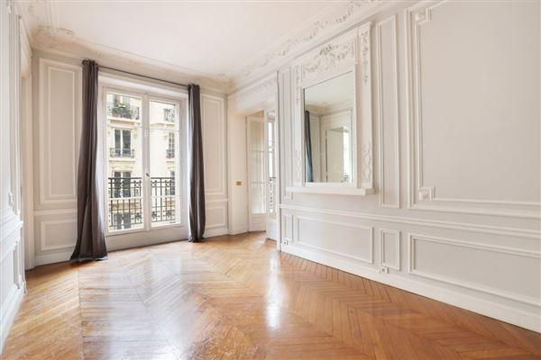 Luxury homes rental apartment in the Breteuil neighbourhood