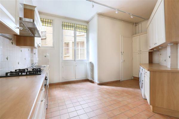rental apartment in the Breteuil neighbourhood luxury homes