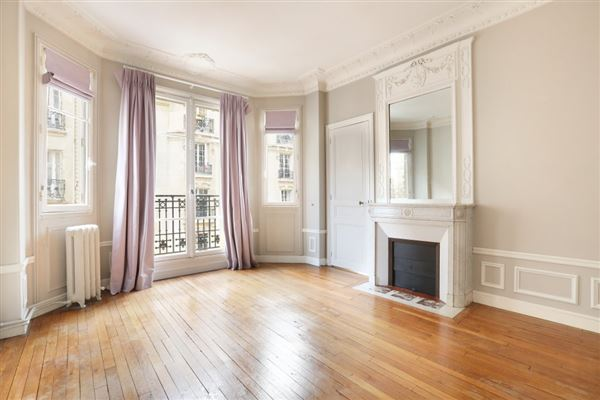 Luxury real estate rental apartment in the Breteuil neighbourhood