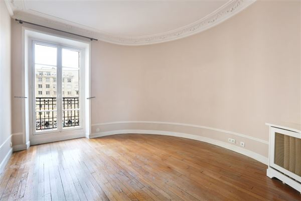 rental apartment in the Breteuil neighbourhood luxury real estate