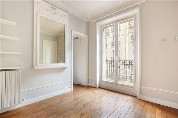 rental apartment in the Breteuil neighbourhood luxury properties
