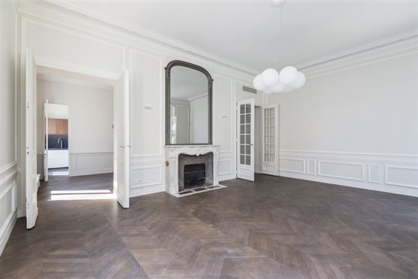 a sumptuous Haussmanian building in paris 16th luxury properties
