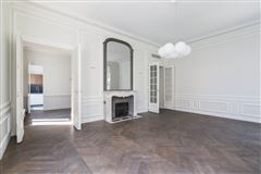 Mansions in a sumptuous Haussmanian building in paris 16th