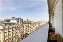 facing the world-renowned Plaza Athénée palace hotel mansions
