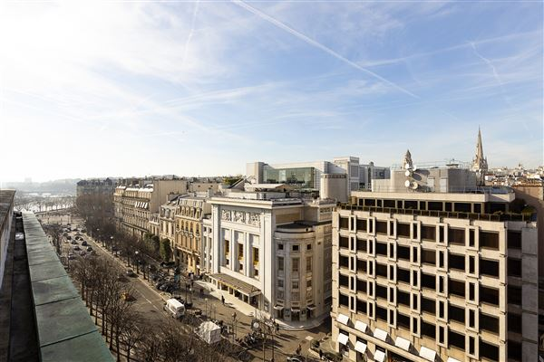 Luxury homes facing the world-renowned Plaza Athénée palace hotel