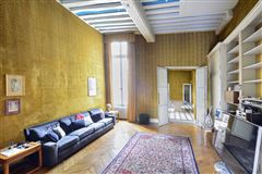 Luxury homes in magnificent apartment on the Ile Saint Louis