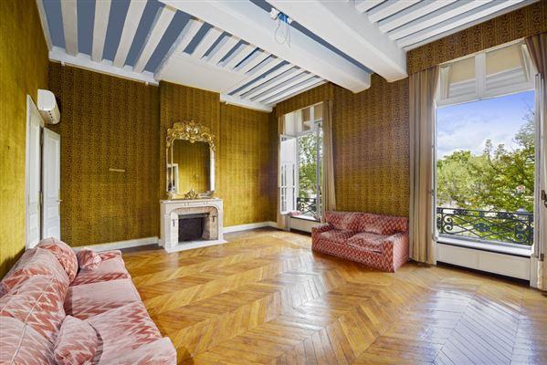 Luxury real estate magnificent apartment on the Ile Saint Louis
