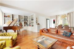 Mansions in superb rental in Peretti neighbourhood