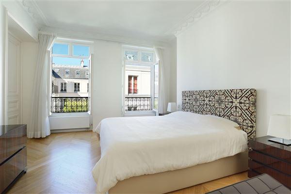 Luxury homes apartment in the Saint-Pères neighbourhood