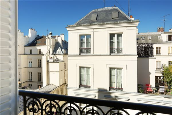 Luxury real estate apartment in the Saint-Pères neighbourhood