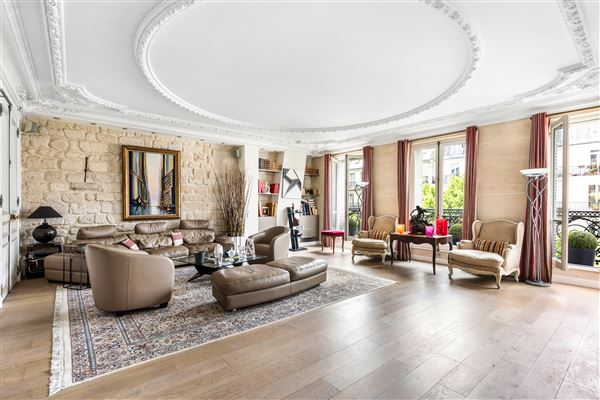 spacious apartment in mint condition luxury homes