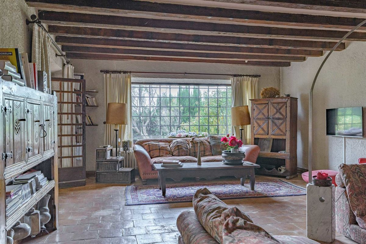 Luxury homes peaceful period property with open Alpilles mountain range views