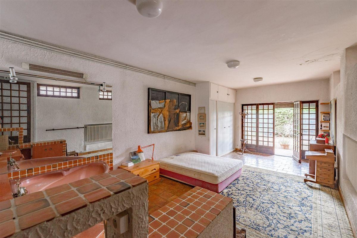 Luxury real estate peaceful period property with open Alpilles mountain range views