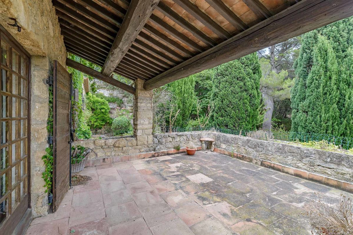 peaceful period property with open Alpilles mountain range views luxury properties