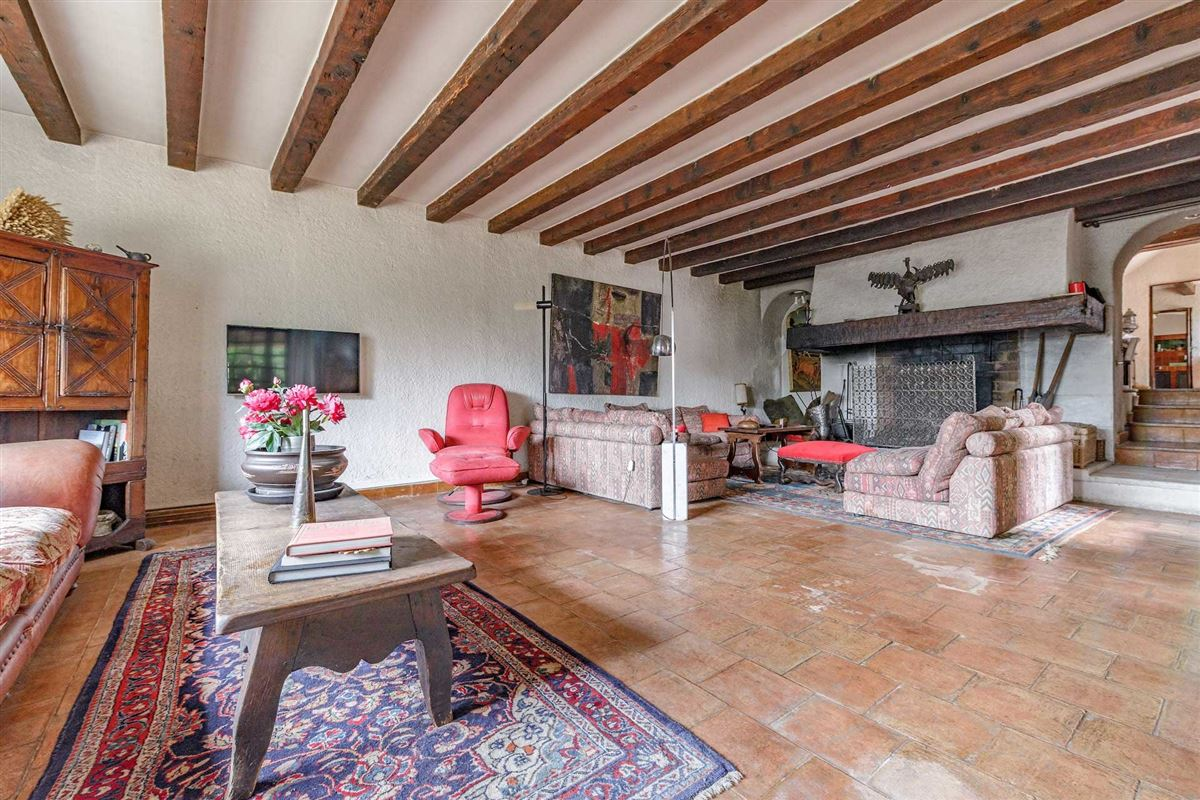 Mansions peaceful period property with open Alpilles mountain range views