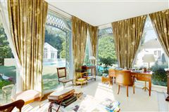 Mansions in an elegant property in Marnes-La-Coquette