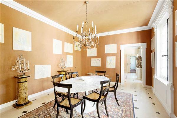 Luxury homes an elegant property in Marnes-La-Coquette