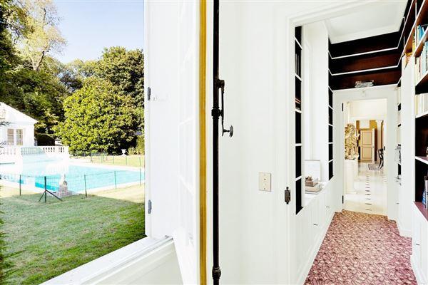 an elegant property in Marnes-La-Coquette luxury real estate