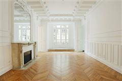 Mansions elegant four bedroom rental