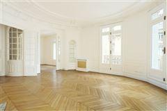 Mansions in elegant four bedroom rental