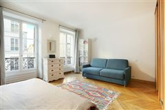 Mansions in lovely apartment with luxuriously appointed living space