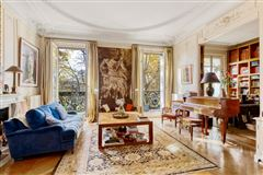 Exceptional view and location On the Champ de Mars mansions
