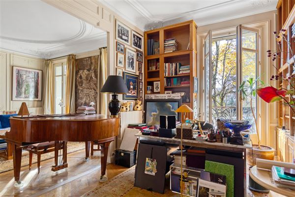 Exceptional view and location On the Champ de Mars luxury real estate