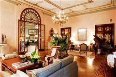 Mansions in exquisite apartment in prestigious building