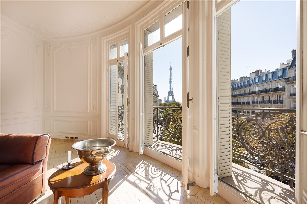 Mansions stunning apartment with magnificent view