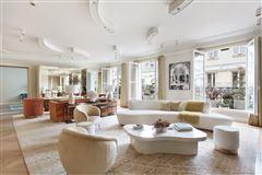 Mansions Exceptional Apartment in elegant freestone building