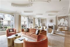 Exceptional Apartment in elegant freestone building  mansions