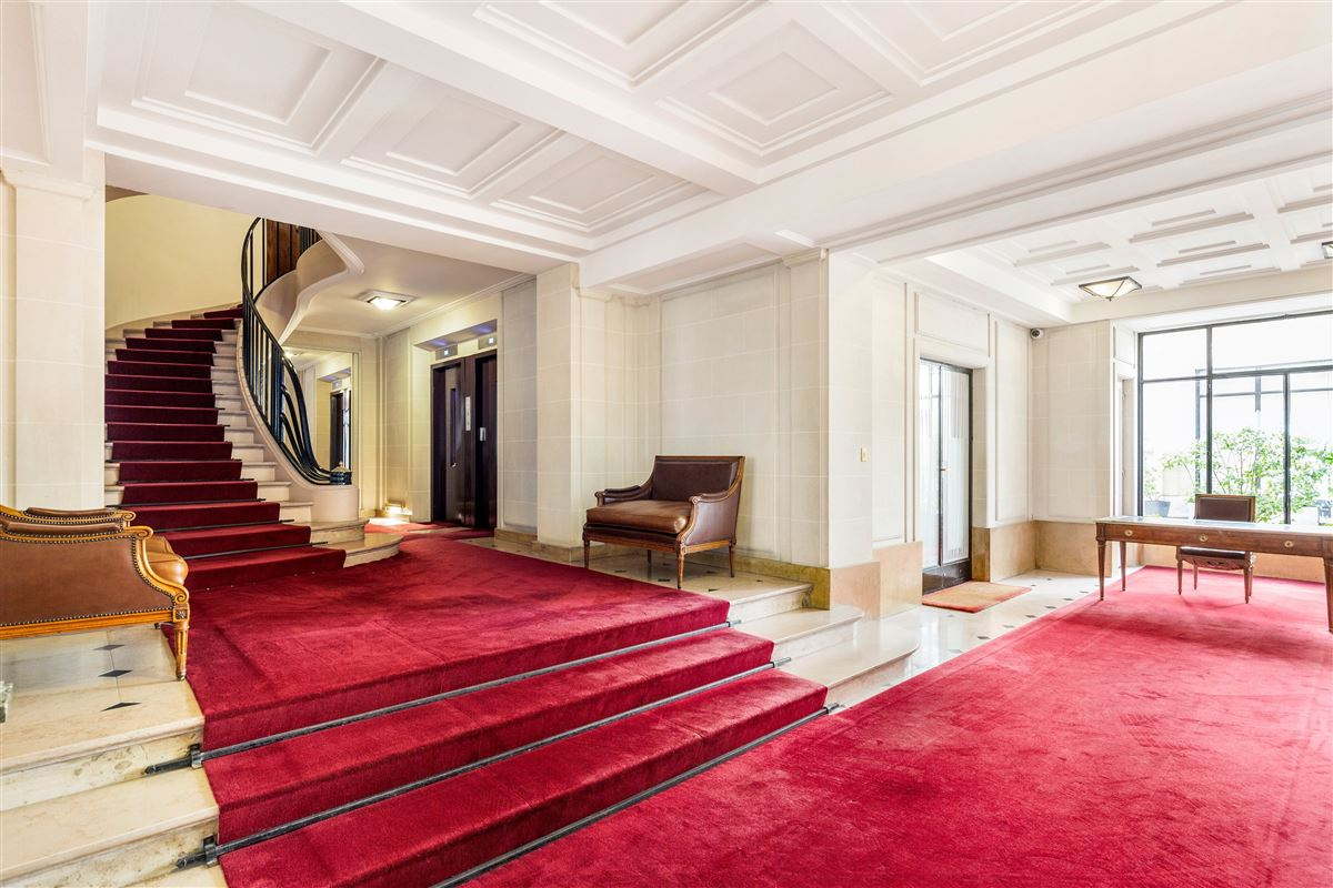 Mansions this elegant and spacious apartment is beautifully located