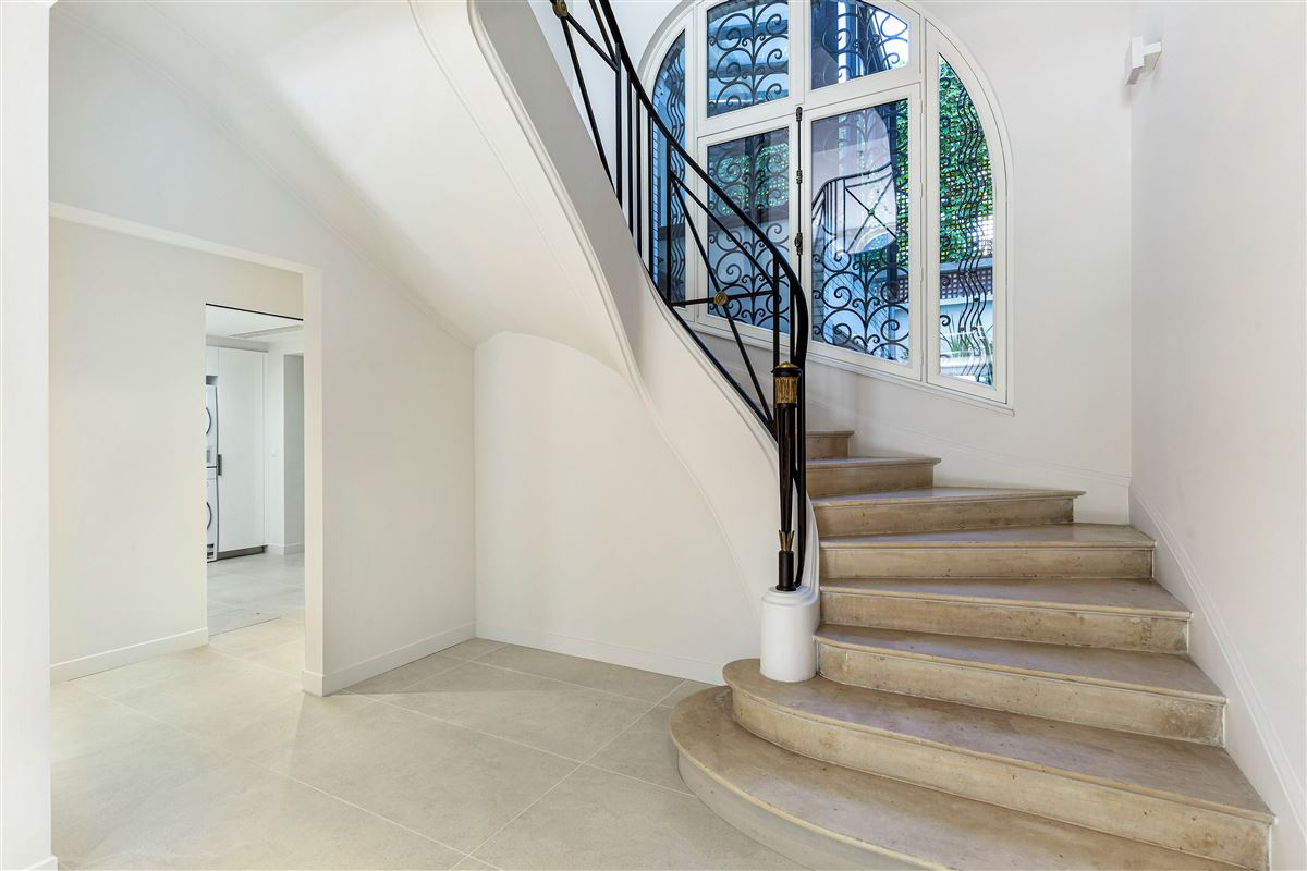 Luxury properties sunny mansion in private gated community