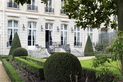 Luxury homes in sublime apartment in paris