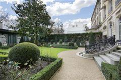 Mansions in sublime apartment in paris