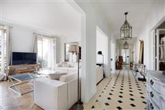 Luxury homes in magnificent apartment in paris 16th