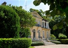 Mansions in exceptional hunting estate on magnificent grounds