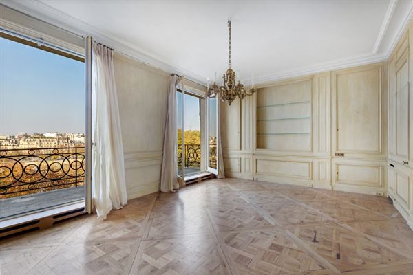 Luxury real estate magnificent apartment bathed in sunshine