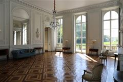 Luxury homes in majestic chateau in Valenciennes