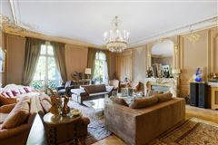 Mansions first floor apartment In a sumptuous building