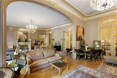 first floor apartment In a sumptuous building mansions