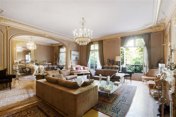 first floor apartment In a sumptuous building luxury homes