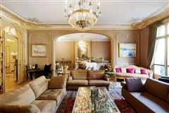 Luxury homes first floor apartment In a sumptuous building