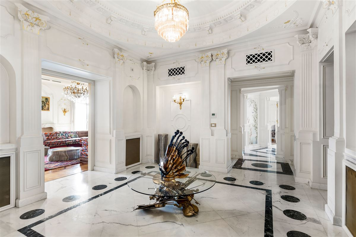 particularly refined apartment luxury properties