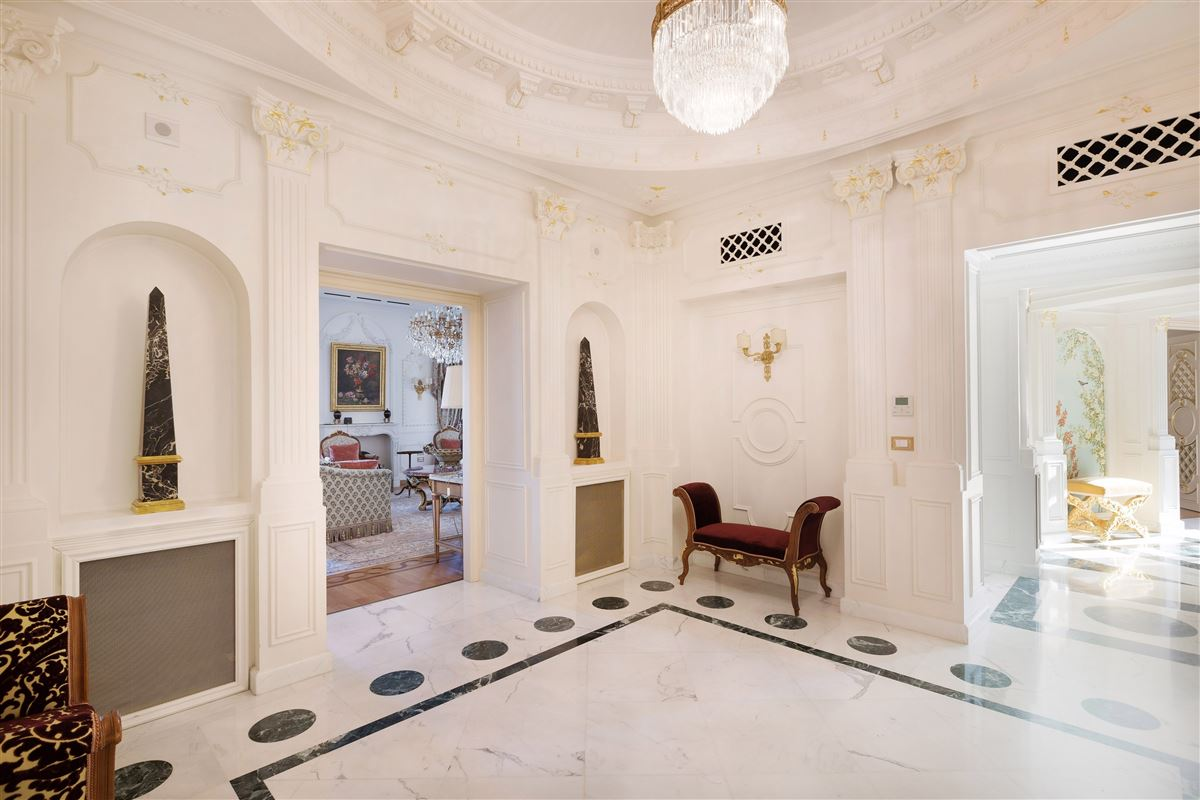 Mansions in particularly refined apartment